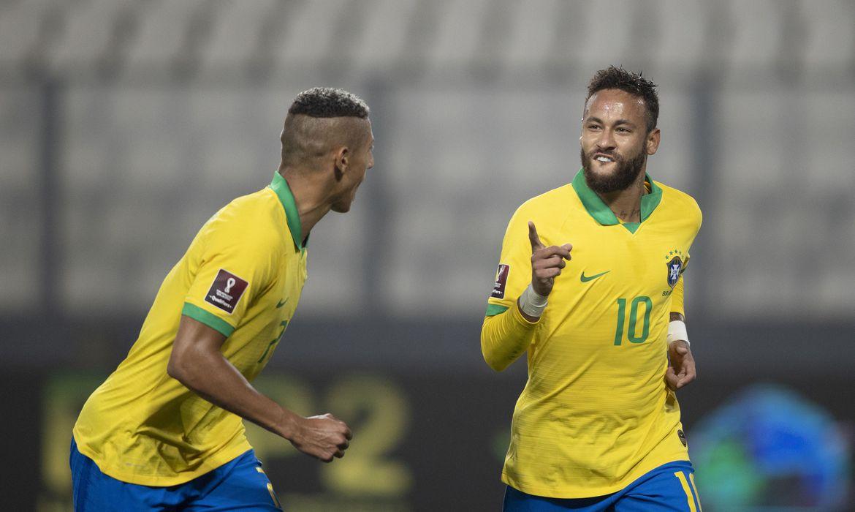 Com 3 de Neymar, Brasil vence Peru de virada