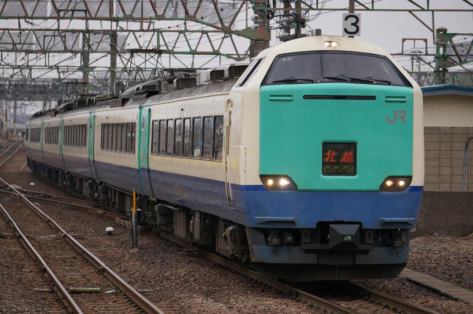 直江津駅に到着する485系北越