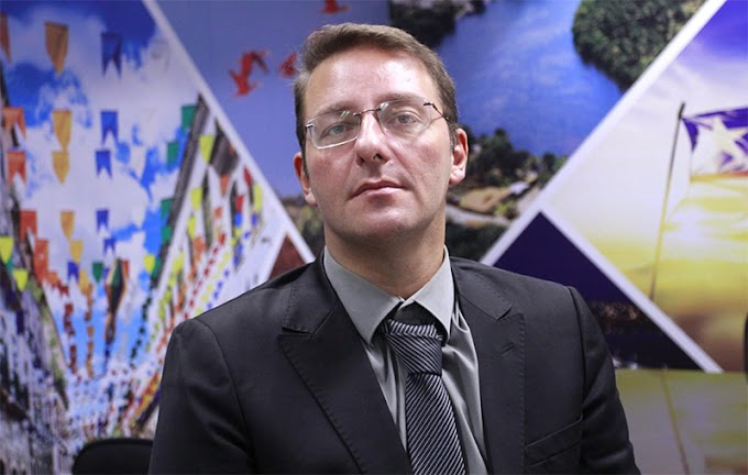 Assessor Parlamentar denuncia pool party clandestina em período de isolamento social