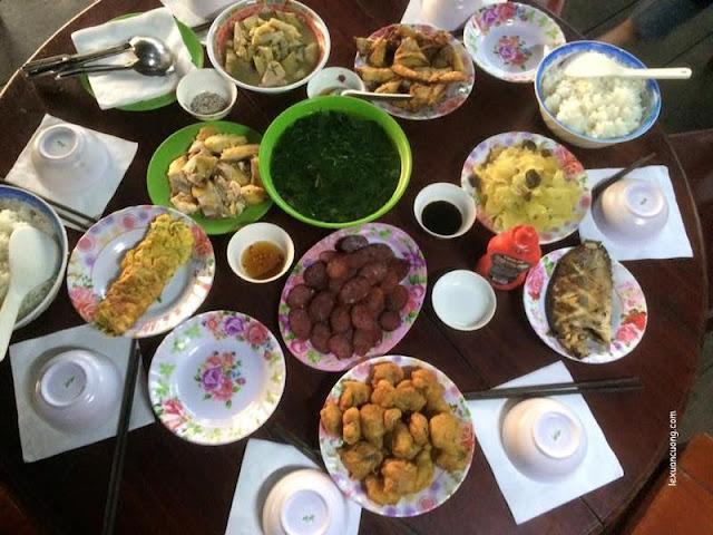 Bữa ăn tối ở trạm kiểm lâm Bàu Sấu, Rừng Nam Cát Tiên, Đồng Nai