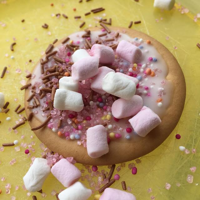Bert's Cake Decor Biscuit