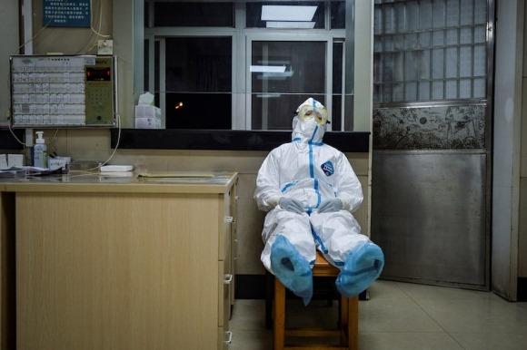 """Bác sĩ ở Ngạc Châu: """"Nhìn bệnh nhân lần lượt ra đi, tôi cảm thấy vô cùng đau buồn"""""""