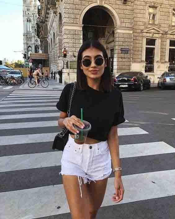 Short jeans branco e cropped tshirt preta