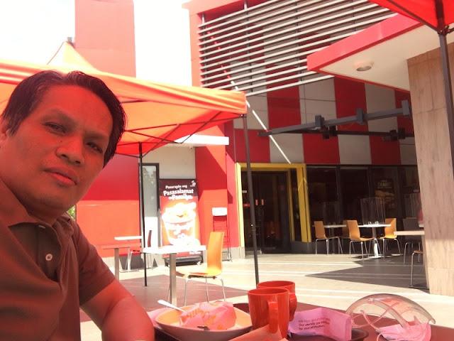 Outdoor Dining at Jollibee Parkmall Mandaue