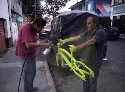 Fahrradlackierung blöder Job - Lackierer lustig