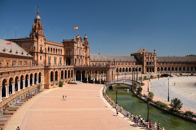 Panoramic view of Plaza de España, top attraction in Seville