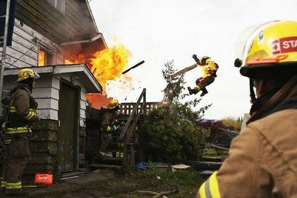 botijão de gás explodindo