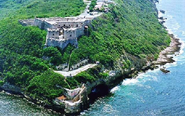 El antiguo fuerte está merecidamente incluido en la lista del patrimonio de la UNESCO. La construcción tiene una rica historia llena de invasiones piratas y batallas por la isla