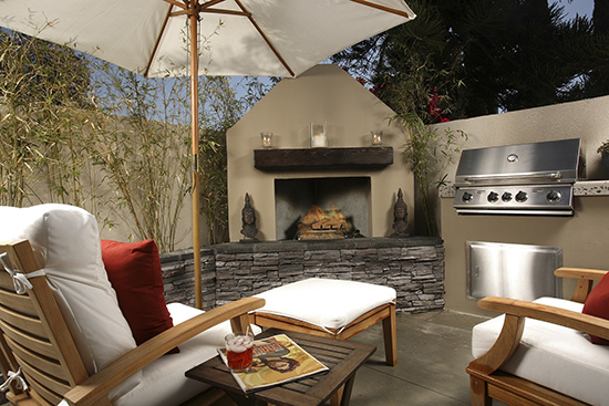 Grill and Lounge area