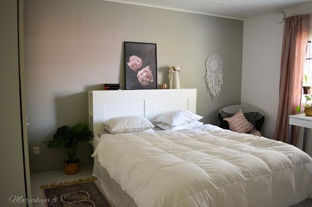 makuuhuone sisustus valkoinen untuva jysk ikea brimnes villamatto rottinki lumikenkä