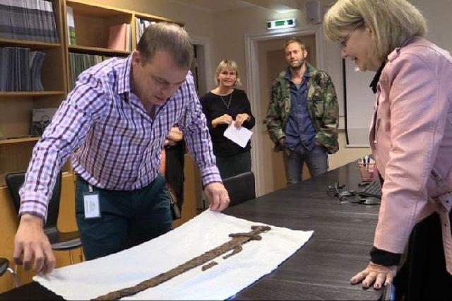 Pedang Ingolf Arnarson Ditemukan, Siapa Dia ?