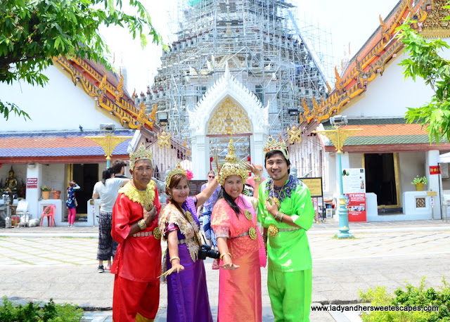 family in Wat Arun