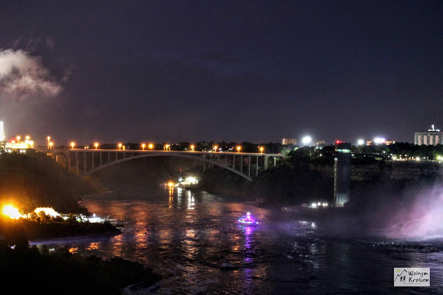 Niagara Falls - rainbow bridge at night