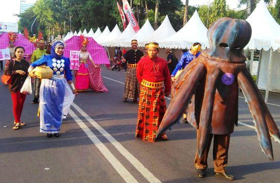 Mascot Gurita, Selayar, Ambil Bagian Dalam Fashion Carnaval 2106 Di Makassar