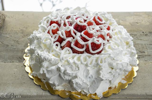 Снежен-сладкиш-със-сушени-плодове-Snow-cake
