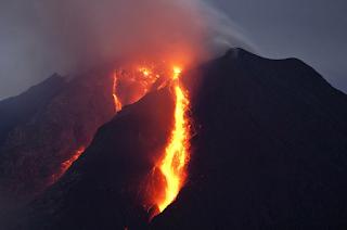 Keuntungan dan kerugian adanya gunung berapi di Indonesia