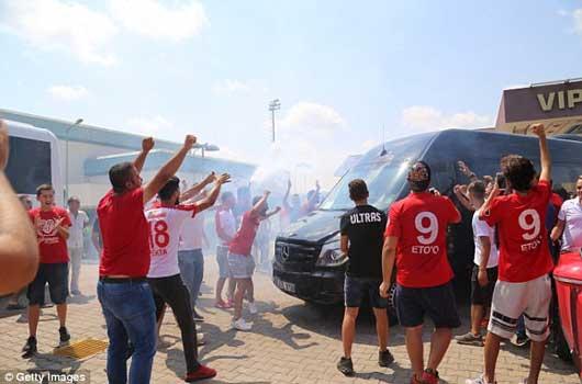 'Judas của Arsenal' được chào đón như ngôi sao lớn 2