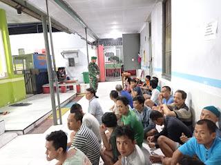 Puluhan Personil Kodim 0820/Probolinggo Bantu Petugas Lapas Razia Tahanan