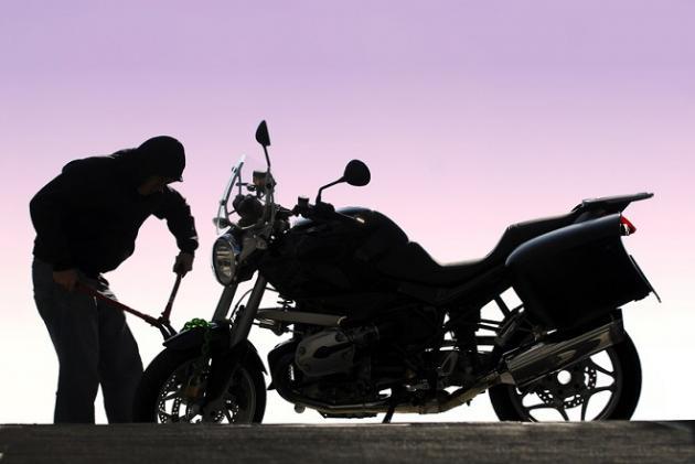 Συλληψη 26χρονου σε χωρίο του Ναυπλίου για κλοπή μοτοσυκλέτας και ναρκωτικά