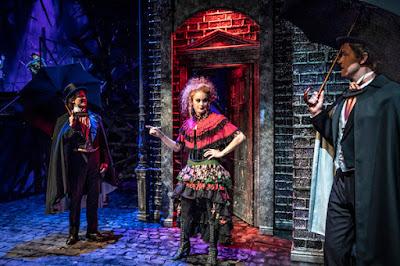 Joel Mäkinen (Jekyll), Laura Hallamaa (Nellie) ja Mikko Pörhölä (Utterson)
