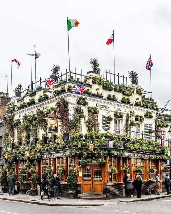 Churchill's Hands Pub, Kensington, London