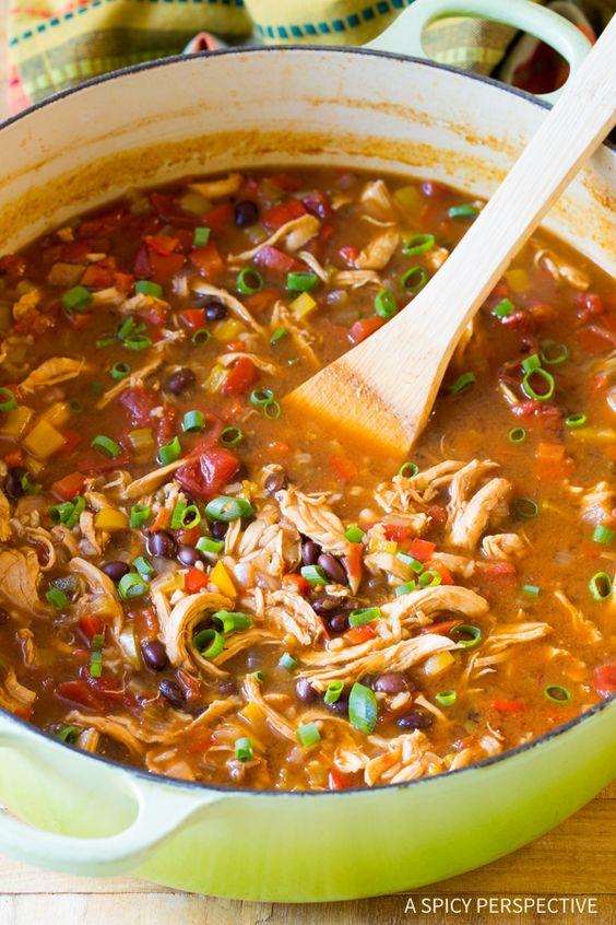 Skinny Chicken Fajita Soup #chicken #chickenrecipes #chickensoup #fajita #fajitasoup #soup #souprecipes #healthysouprecipes