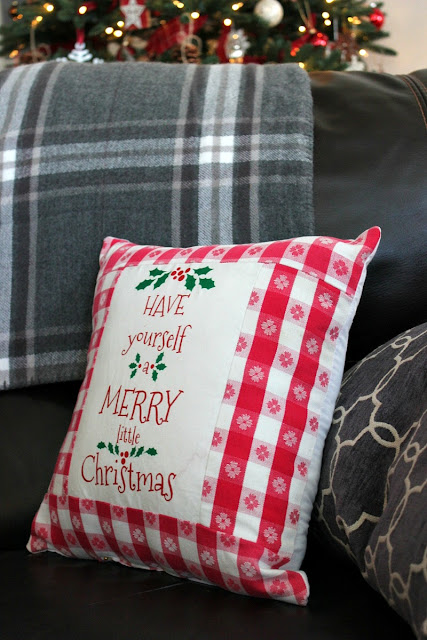 Christmas Pillows, Farmhouse Christmas, farmhouse decor, https://goo.gl/gFRphU