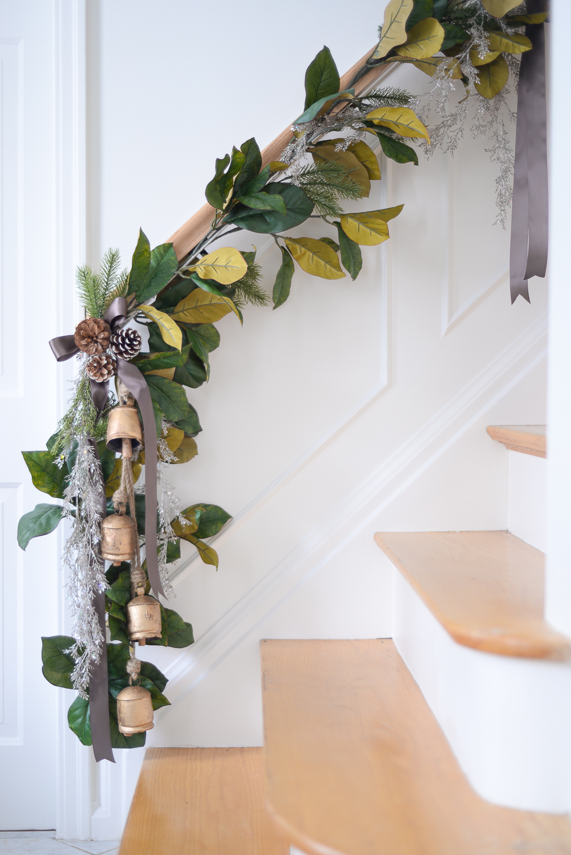 how to hang stair garland, stairway garland, stair garland christmas