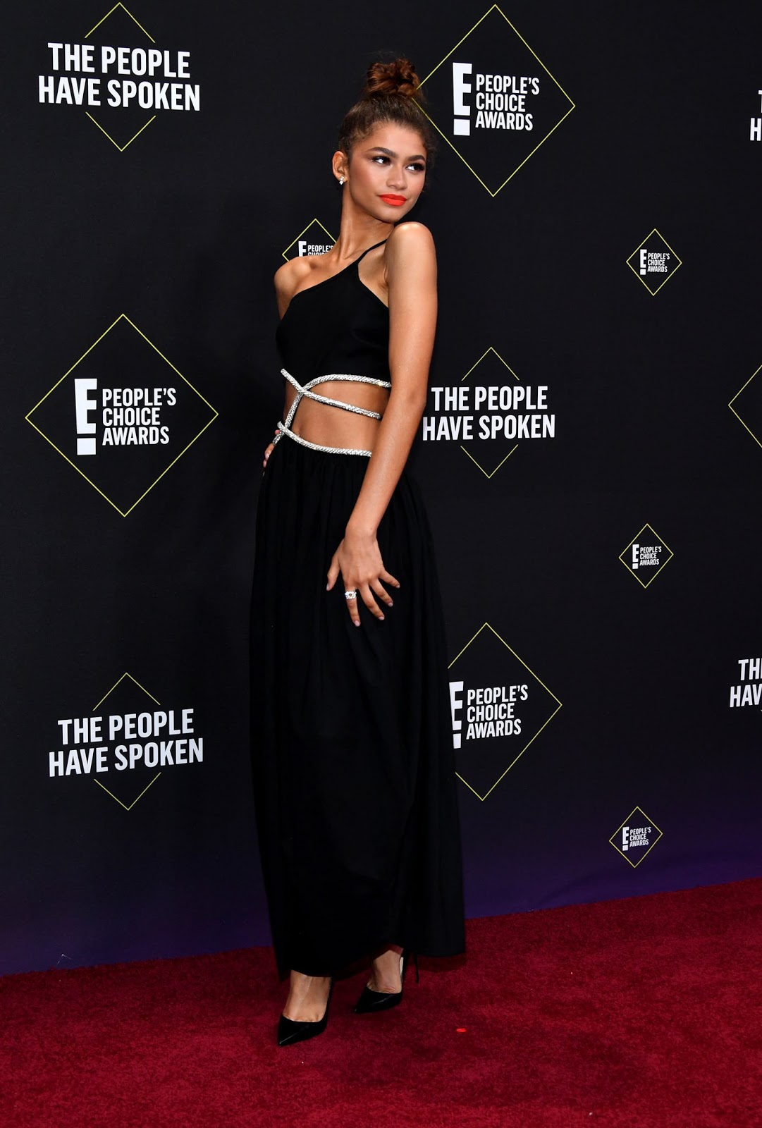 Zendaya Stuns in All-Black With Sparkling Details + Sky-High Heels at People's Choice Awards 2019
