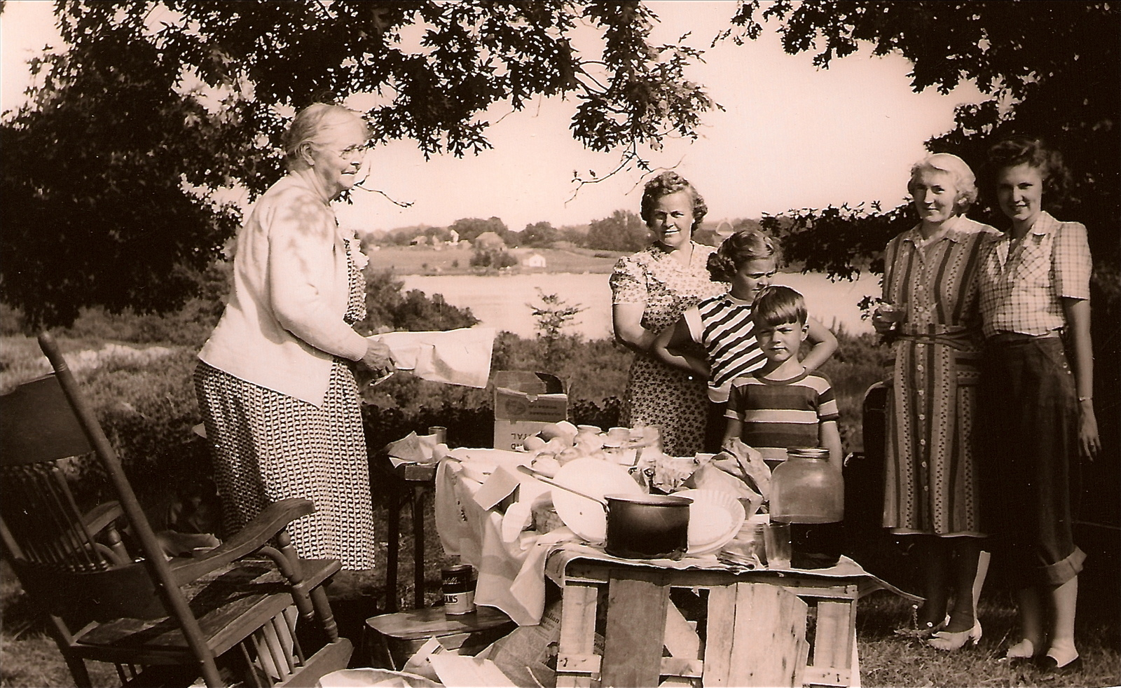 Grandma martha in the kitchen - 4 6