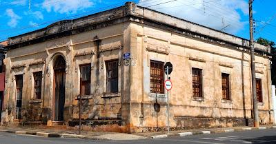 O casarão construído em 1894 chamou a atenção do arquiteto viajante.