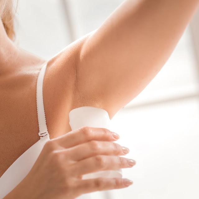 Profitez des différentes utilisations du déodorant afin de faciliter votre vie!