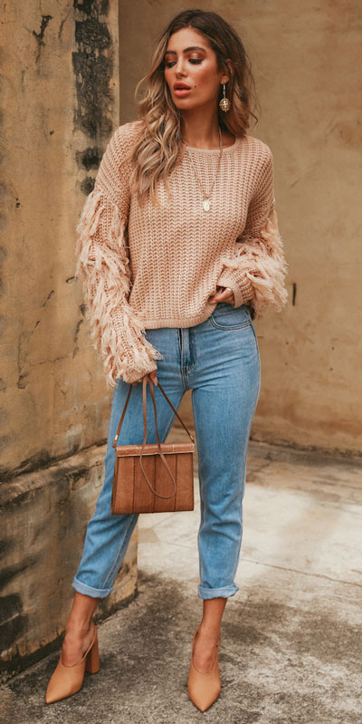 Fall in love this winter season with these cozy sweater outfits. Winter Fashion via higiggle.com | Stylish knitwear sweater in blush | #sweater #knit #fashion #style
