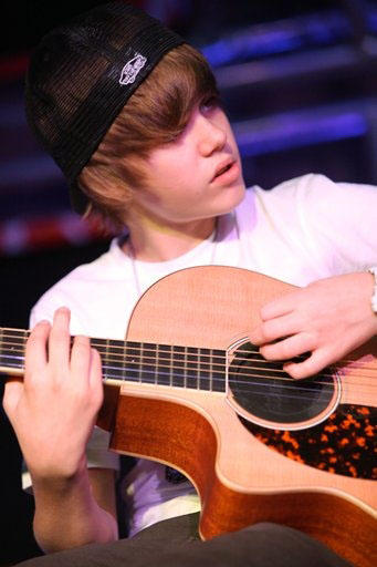 Cute Baby Girl With Guitar Wallpaper Justin Bieber Justin Bieber