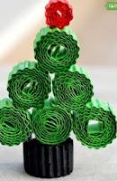 http://manualidadesparaninos.biz/adornos-navidenos-con-papel-enrrollado/