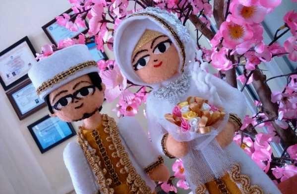 kado boneka unik untuk pernikahan