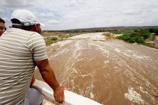 Com forte chuva Rio Taperoá tem maior cheia em 20 anos; veja vídeo
