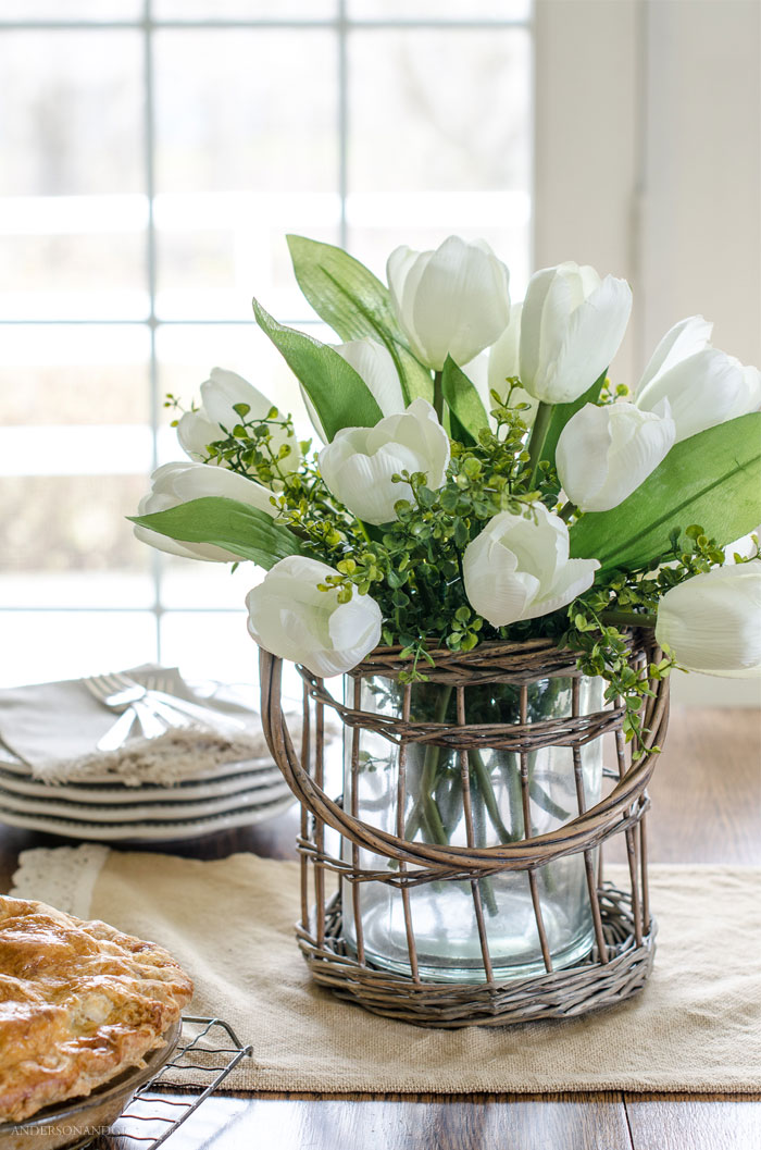 ecrets behind making a faux flower arrangement look real #DIY #flowerarrangement #decorating101 #andersonandgrant