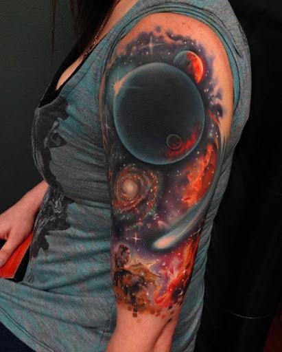 A partir de preto sólido para muito vermelho, as cores são uma das razões pelas quais a obtenção de um espaço tatuagem é grande. O contraste de cores poderia deixá-lo em negrito e vivo. Esta realmente parece mais ardente.