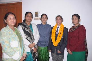 राजपथ परेड से लौटी स्वयंसेविका स्नेहा मिश्रा का महाविद्यालय में हुआ जोरदार स्वागत  | #NayaSaberaNetwork
