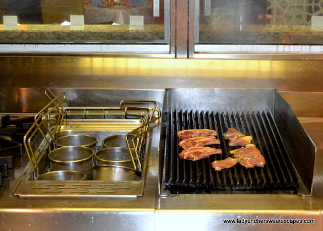 BBQ live cooking in Horizon in Amwaj Rotana