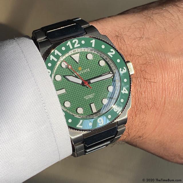 Vesuviate Doppio green wrist