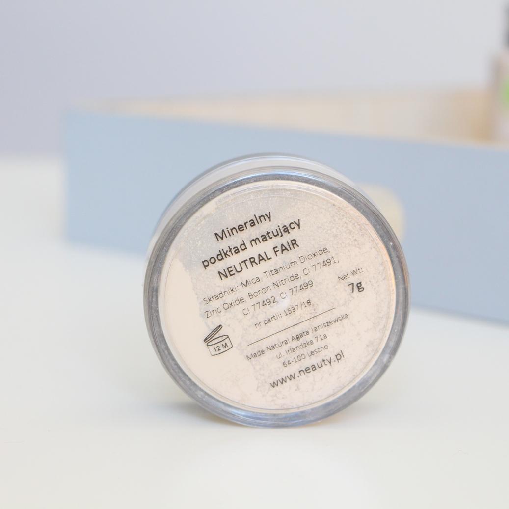 neauty-minerals-podkład-matujący