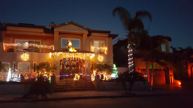 christmas-lights-outside-house