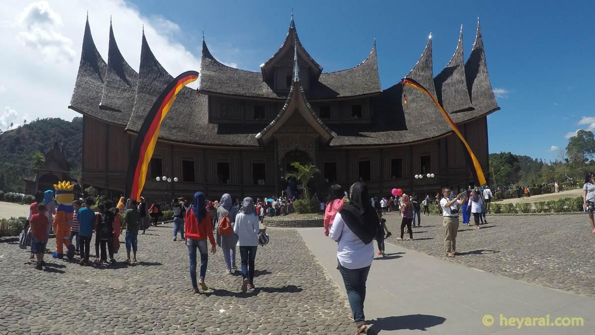 Istana Pagaruyung tampak depan
