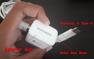 Melakukan Charge Memakai Adaptor Original + Kabel Data Micro USB Biasa di hubungkan dengan converter micro usb to Type C.
