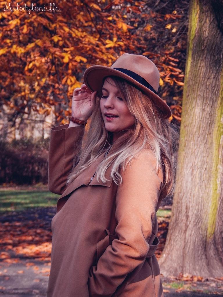 14 beżowy wiązany płaszcz na jesień wiosnę zimę beżowy kapelusz jak nosić kapelusz sukienka na jesień żółta w kwiaty zegarek daniel wellington kod rabatowy promocje rosegal zaful opinie moda fashion blogerka łódź