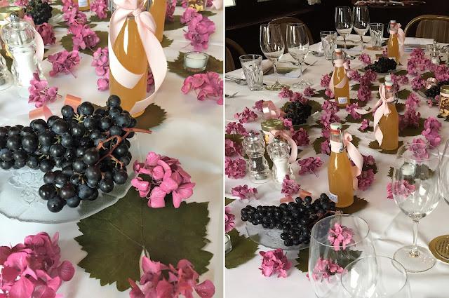 Tischdekoration mit Hortensien und Trauben