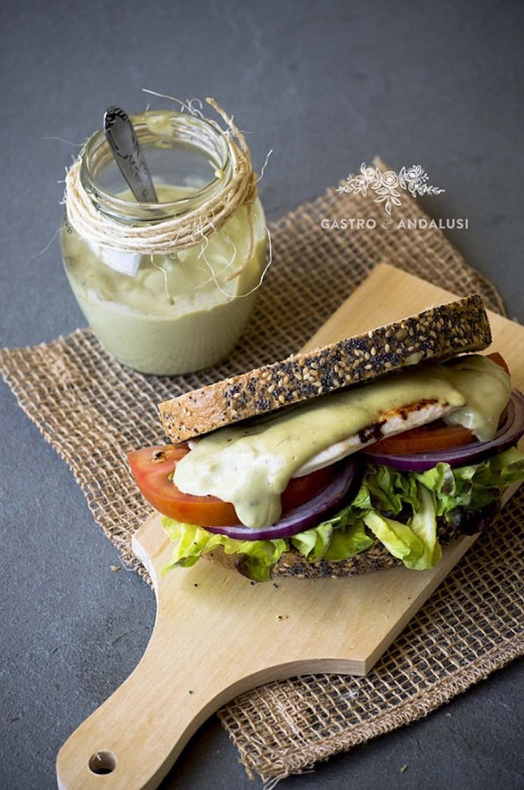 Sándwich mayonesa aguacate