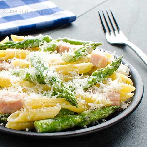 Creamy Pasta with Asparagus and Ham